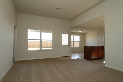$789, 3br, 3bed  2 bath $789Month  BEST DEAL IN THE CITY