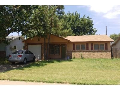 2 Bed 1.0 Bath Preforeclosure Property in Lubbock, TX 79423 - 73rd St