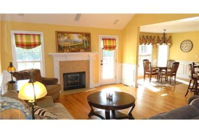 $1,795/mo \ 3 bathrooms - in a great area. Washer/Dryer Hookups!