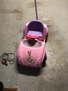 Power wheels princess car comes with charger