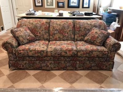 Smith Brothers Couch - 84 L