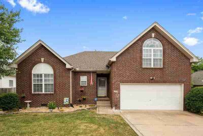 289 Iris Dr HENDERSONVILLE Three BR, Move-In Ready Home...Recent