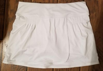 WOMANS TENNIS SKIRT BY: XERSIONSZ: SMALL$5