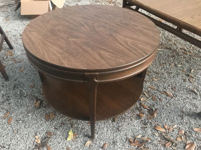 Great mersman mid-century end or cocktail table