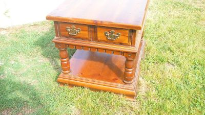 oak end table with 1 drawer
