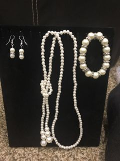 Pearl necklace, bracelet and earrings.