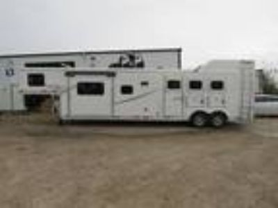 2019 Lakota Trailers 3 Horse 15' Shortwall Living Quarter 3 horses