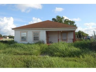 1 Bath Preforeclosure Property in Freeport, TX 77541 - N Avenue C