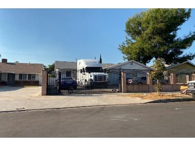 3 Bed 2 Bath Preforeclosure Property in North Hollywood, CA 91605 - Irvine Ave