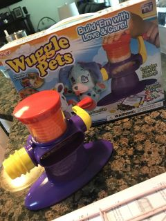 Wiggle pets, it is just the machine pictures so you would just have to buy the refills for it! Perfect condition!