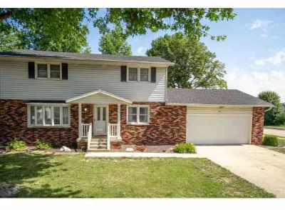700 Holiday Drive Effingham, You'll will love this Four BR home