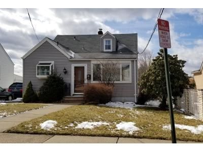 4 Bed 1.5 Bath Preforeclosure Property in Elmwood Park, NJ 07407 - Viviney St