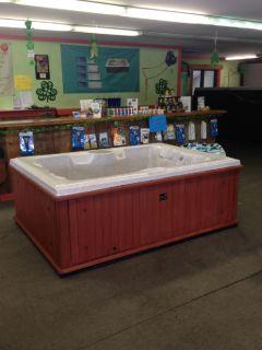 Hot tub - Used-  Brand Honey Spas