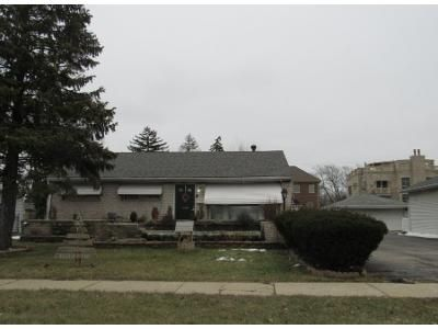 2 Bed 1 Bath Preforeclosure Property in Harwood Heights, IL 60706 - N Cumberland Ave