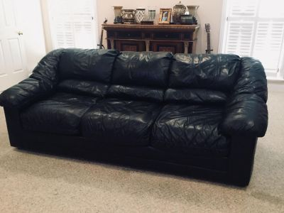 Black ALL LEATHER Couch & Loveseat from (HAVERTYS ) $800.00