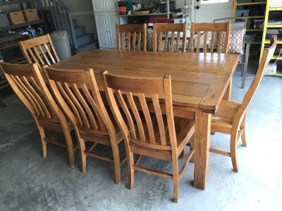 Beautiful Oak Dining Table & 8 Chairs