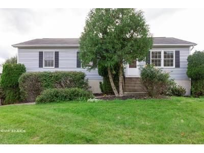 3 Bed 2 Bath Foreclosure Property in Middletown, NY 10941 - Leewood Dr