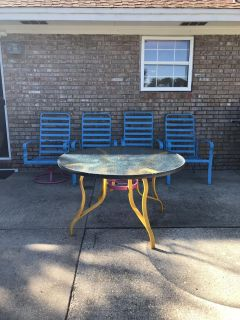 Outdoor Patio Furniture (Table and 4 chairs)
