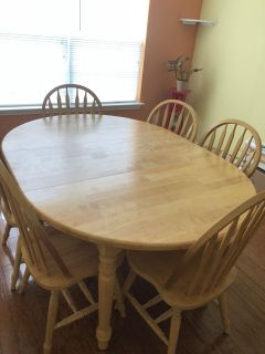 Table and chairs with leaf