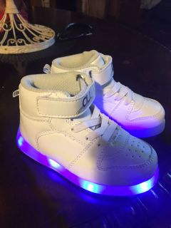 Girls light up shoes C/P No Holds