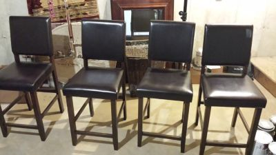 Kitchen table with 4 pub style chairs