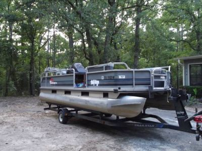 - $3500 21 Sun Tracker Pontoon (Winnsboro Tx)