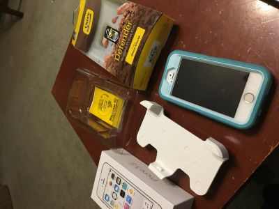 Iphone 5s Boost Moblie with Otterbox less than 6 months old