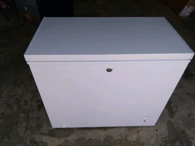 Chest Freezer (GE Manual Defrost 7.0 CU Ft.)