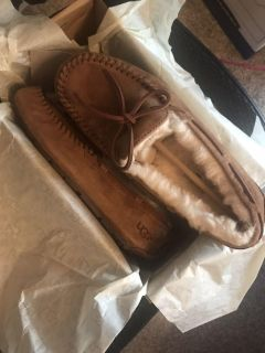 UGG SLIPPERS BRAND NEW IN BOX