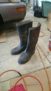 Men's size 10 rubber boots