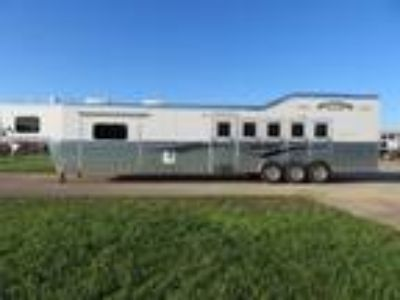2019 Bloomer Trailers 8518PC 5 Horse 18 Short wall