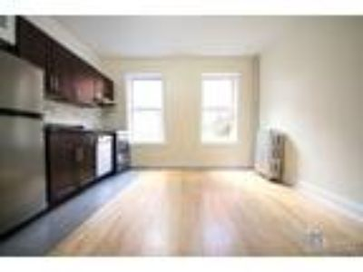 West 11th St/Waverly Pl* Lge Sunny Renov* Queen Size Bed* Granite Kitchen* D/W*