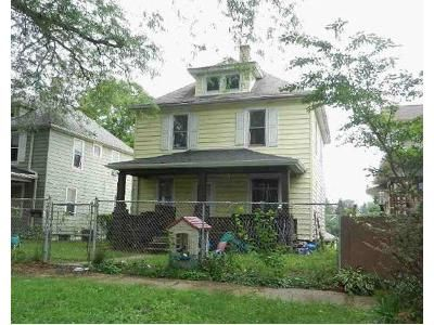 4 Bed 1 Bath Foreclosure Property in Moline, IL 61265 - 14th Ave