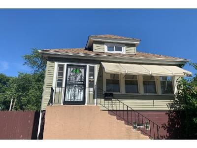 3 Bed 1 Bath Foreclosure Property in Chicago, IL 60617 - S Calhoun Ave