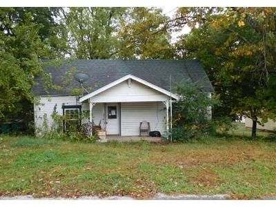2 Bed 1 Bath Foreclosure Property in Springdale, AR 72762 - School Ave
