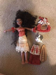 Disney store Moana doll with outfits and pig