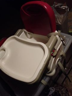 Chair top high chair/booster seat. Has all straps and removable tray top. X posted