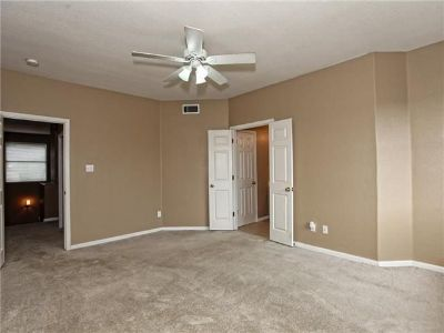 $600, March Available Bed w Private Bath