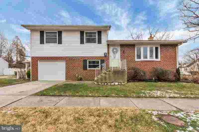 1007 Maple Ave Oaklyn Three BR, Wow!! This home is impecciably