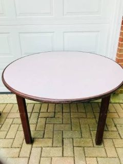 STURDY ROUND TABLE
