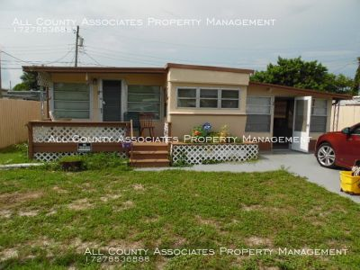Spacious 1 bedroom mobile home in Holiday!