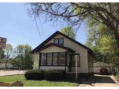 3 Bed 1 Bath Foreclosure Property in Rockford, IL 61104 - 15th Ave