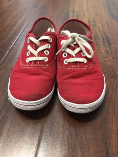 Girls size 1 1/2 red tennis shoes