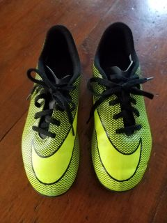 Boys Nike neon yellow soccer cleats size 3.5