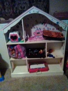 DOLL HOUSE/TOY STORAGE