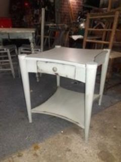 Beautiful retro shabby chic end/side table