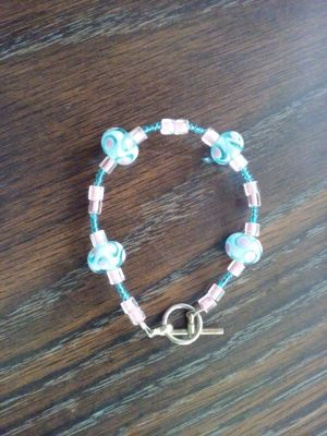 Cute bracelet with glass beads
