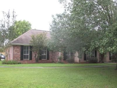 3 Bed 2 Bath Foreclosure Property in Madisonville, LA 70447 - Belington Ave