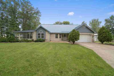 4376 N Cr 1100 W Parker City, This Three BR Two BA home has