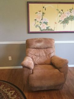 TWO BEAUTIFUL CLEAN GOLD LAZY BOY RECLINER/ROCKERS